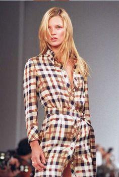 "a-state-of-bliss: ""Kate Moss NYC 1995 "" Ella Moss, Runway Fashion, Fashion Models, Models Style, Fashion Wear, Street Fashion, Fashion Jewelry, Moss Fashion, Kate Moss Style"