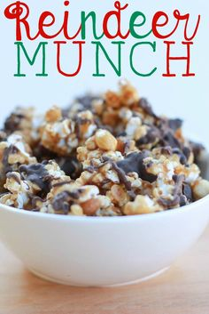 Reindeer Munch - with popcorn, mixed nuts and chocolate. It's worth the extra calories. Char gives this a giant thumbs up! Christmas Popcorn, Christmas Snacks, Christmas Cooking, Holiday Treats, Holiday Recipes, Christmas Recipes, Holiday Foods, Xmas Food, Christmas Appetizers