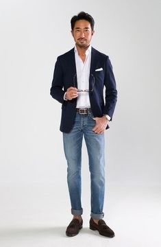 How to wear: navy blazer, white dress shirt, blue jeans, dark brown suede tassel loafers Men's Business Outfits, Business Casual Outfits, Smart Casual Men, Stylish Men, Fashion Moda, Suit Fashion, Mature Mens Fashion, Mode Man, Moda Blog