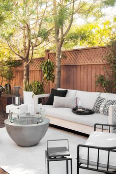White Wood Exterior Outdoor Spaces New Ideas Small Patio Design, Backyard Patio Designs, Backyard Landscaping, Landscaping Ideas, Outdoor Living Rooms, Outdoor Spaces, Outdoor Sofa, Outdoor Decor, Decoration