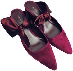 Get the must-have mules of this season! These The Row Purple Coco Calfskin Suede with Satin Bow Mules/Slides Size EU 37 (Approx. Satin Bows, Silk Satin, Olsen Fashion, Mary Kate Olsen, Ashley Olsen, Timeless Elegance, Leather Leggings, Fashion Designers, The Row