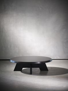 Very nice ITSKE coffee table - by Piet Boon Collection Coffee Table Bench, Round Coffee Table, Coffee Table Design, Table Desk, Table Furniture, Furniture Design, Dining Table, Center Table, Contemporary Furniture