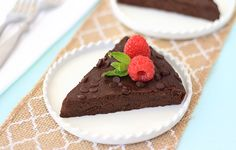 No-Guilt Flourless Chocolate Cake… Finally! What's the secret to this amazingly fudgy, low-calorie chocolate cake? Now you won't make cake any other way… Get the Hungry Girl recipe! Low Calorie Chocolate, Healthy Chocolate, Granola, Cake Recipes, Dessert Recipes, Ww Recipes, Hungry Girl Recipes, Flourless Chocolate Cakes, Cake Chocolate