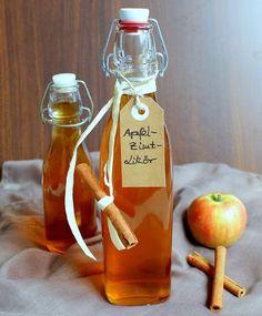 Ihr Lieben ❤️ Wir lieben Äpfel und auch Zimt – beides zusammen – einfac… Dear Ones ❤️ We love apples and cinnamon – both together – just awesome. This liqueur is great for cold days, for all apple cinnamon fans and we think it fits great … Fall Recipes, Snack Recipes, Snacks, Easy Cocktails, Cocktail Recipes, Winter Drinks, Liqueur, Pumpkin Spice Cupcakes, Few Ingredients