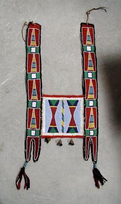 Crow Horse Collar Native American Horses, American Crow, Native American Clothing, Native American Pottery, Native American History, Native Beadwork, Native American Beadwork, Native Indian, Native Art