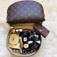 Beige Aesthetic, Aesthetic Makeup, Beauty Bar, Beauty Makeup, Makeup Drawer Organization, Inside Bag, Make Up Collection, Travel Cosmetic Bags, Makeup Designs