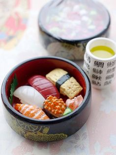 Sushi Set Lunch by Jimo eyes, via Flickr