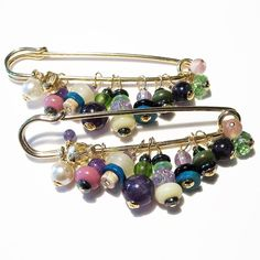 Do It Yourself Antique Brooch Safety Pin Crafts, Safety Pin Jewelry, Safety Pins, Antique Brooches, Brooches Handmade, Beaded Brooch, Beaded Jewelry, Jewellery, Beach Wedding Jewelry