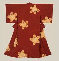 Late Taisho to early Showa (1918-1935). This crepe silk kimono was created with a technique that I am not familiar with.