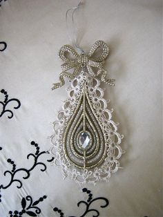 Very pretty!  Wire down center? What is the straight line? Maybe just the outer edge is tatted and not the whole thing.
