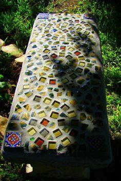 DIY, mosaic garden bench made from broken talavera pottery & glass tiles. Inspiration for Bistro Claytopia, bangalore Diy Garden, Garden Crafts, Garden Projects, Garden Path, Amazing Gardens, Beautiful Gardens, Mosaic Garden Art, Mosaic Art, Outdoor Projects