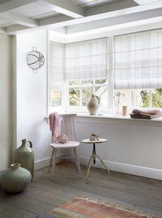 #interior #window #decoration #windowdecoration #design #modern #cozy #spot #white #olive #green #flowers #chair