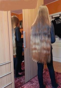 So sexy! Thick blonde hair is amazing looking at this length Really Short Hair, Super Long Hair, Thick Blonde Hair, Hair Grower, Pentecostal Hairstyles, Beautiful Long Hair, Amazing Hair, Gorgeous Hair, Simply Beautiful