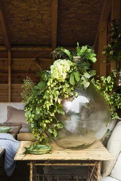 Creative Flower Arrangements, The Home Edit, Alternative Christmas Tree, Flower Decorations, Room Inspiration, Sculptures, Xmas, Autumn, Seasons
