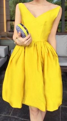 Love Yellow! So Pretty! Sexy Bright Yellow V-Neck Solid Color Slimming Sleeveless Summer Party Dress