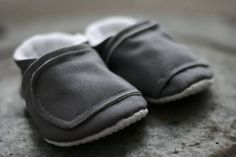 Make gentleman booties like this! grey baby shoes, so cute! Baby Baby Baby Oh, Baby Co, 2nd Baby, Baby Kids, Little Man Style, Baby Crib Shoes, Unique Baby Gifts, Baby Slippers, Baby Feet
