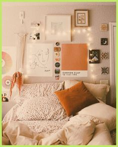 Here are some of my best tips (and tricks ...) to embellish your college dormitory so it looks more like a house and less like a jail cell. #collegeli... College Bedroom Decor, Dorms Decor, Room Ideas Bedroom, College Dorm Rooms, Bedroom Inspo, Dorm Room Decorations, Bedroom Inspiration, College Apartment Bedrooms, College Dorm Canvas