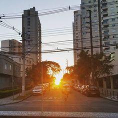 O sol se pôs no final da rua. #sunset #pordosol #caminhada #walk #rua #street #natureisbeautifull