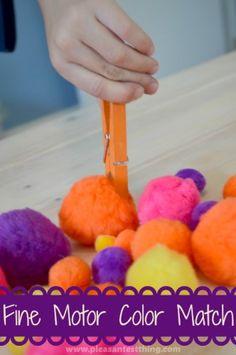 juegos de motricidad fina utilizando pinzas de la ropa y pompones