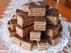 Rozi Erdélyi konyhája: Zserbó szelet 2 Hungarian Desserts, Hungarian Cake, Hungarian Recipes, Zserbo Recipe, Cheesecake Pops, Cookie Recipes, Dessert Recipes, Winter Food, Love Food
