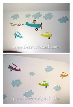 Vinilo: Avion con nombre + docena de nubes + docena de aviones www.decoravisual.com Medellin - Colombia