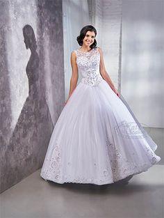 Egyedi tervezésű és kivitelezésű csipkés menyasszonyi ruha. Hercegnős tüll szoknyás modell, Swarovski kristályokkal dúsan díszítve. Formal Dresses, Wedding Dresses, Ball Gowns, Fashion, Dresses For Formal, Bride Dresses, Ballroom Gowns, Moda, Bridal Gowns