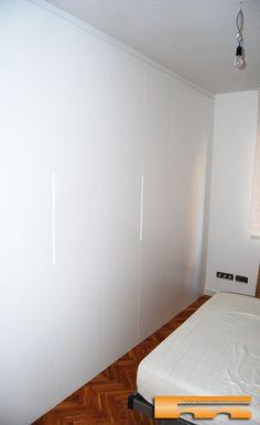 Armario a medida lacado t/rebajado | Sonia | Barcelona Salon Design, Closets, Sweet Home, New Homes, Doors, Bedroom, House, Furniture, Home Decor