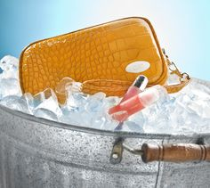 Makeup bag with built in coolant so that your makeup won't melt on your wedding day! www.cool-itcaddy.com
