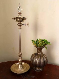 Ideas Antique Lamps, Antique Brass, Indian Lamps, Pooja Room Design, Traditional Lamps, Ethnic Decor, Vintage India, Pooja Rooms, Brass Lamp