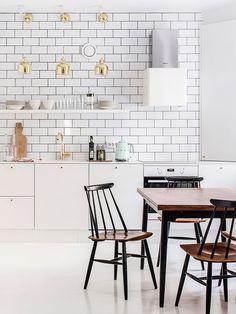 65 Classy Kitchen in Scandinavian Style to Get Super Sleek Ideas - Page 2 of 2 Minimalist Scandinavian, Scandinavian Kitchen, Minimalist Kitchen, Minimalist Interior, Minimalist Decor, Scandinavian Style, Scandinavian Interiors, Modern Minimalist, Best Kitchen Design