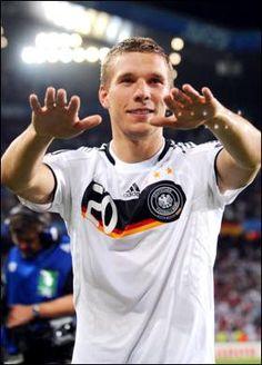 Musica e calcio si sposano con Lukas Podolski ed i Brings Germany Football Team, Football Soccer, World Cup 2014, Fifa World Cup, Dfb Mannschaft, Lukas Podolski, Who Plays It, Dfb Team, International Teams