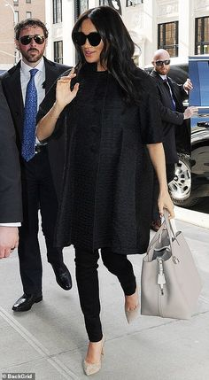 pregnancy outfits casual 684195368375834819 - Meghan Markle – Top 5 Pregnancy Outfits Source by womanfashiontrend Meghan Markle Stil, Estilo Meghan Markle, Fashion Mode, Look Fashion, Fashion News, Womens Fashion, Fashion Trends, Meghan Markle Prince Harry, Prince Harry And Megan