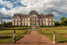 Located in Montbazon in the Loire Valley, the Château d'Artigny is a sumptuous chateau-hotel offering a regal guest experience. French Architecture, Beautiful Architecture, Valley View, France, Belle Epoque, Outdoor Pool, Hotel Offers, Terrace, Exterior
