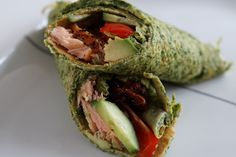 Spinatwrap med laks og avocado
