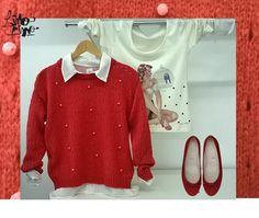 sweater coral en mohair  con perlas de terciopelo + camisa blanca en gasa + remera manga larga con pin up
