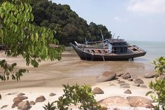 #Penang #Malaysia - Fischerboot am Strand