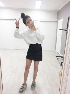 not shoes :/ Pop Fashion, Fashion 2017, Girl Fashion, Fashion Looks, Fashion Outfits, Womens Fashion, Grunge Style, Soft Grunge, Korean Street Fashion
