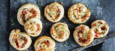 Kinkkurullat eli kinkkuhyrrät Ratatouille, Zucchini, Sushi, Eggs, Baking, Vegetables, Breakfast, Ethnic Recipes, Food