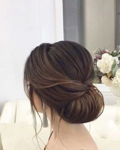 wedding hairstyles from messy wedding updo to half up half down + braid hairstyl… Hochzeitsfrisuren von chaotisch Hochsteckfrisur bis halb Best Wedding Hairstyles, Bride Hairstyles, Classy Updo Hairstyles, Simple Elegant Hairstyles, Easy Hairstyle, Hairstyles Haircuts, Messy Wedding Updo, Messy Updo, Bridal Hair Updo Elegant
