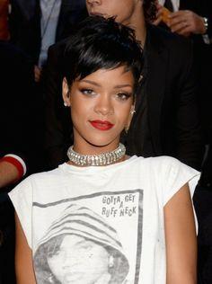 Na twee samenwerkingen met grote modemerken, lanceert Rihanna nu haar eigen label: http://glamour.nl/j8y7nzm6r