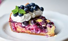 Low Carb Blueberry Cheesecake - Sweathearts http://www.sweathearts.de/2014/04/low-carb-blueberry-cheesecake/