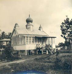 Houten moskee te Nickerie...Corantijnpolder.....1962