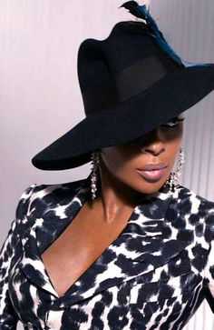 Singer Mary J Blige wearing a large Fedora hat.