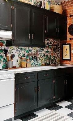 How to decorate the kitchen wall? One of the beneficial we can do is applying kitchen wallpaper. With this article will give some kitchen wallpaper ideas. Wallpaper Backsplash Kitchen, Wallpaper Cabinets, Backsplash Ideas, Bathroom Wallpaper, Wall Paper Backsplash, Countertop Backsplash, Beadboard Backsplash, Herringbone Backsplash, Best Kitchen Cabinets