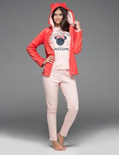 Gift ideas! Set form with a sweatshirt with hood with ears, zipper closure and pocket detail, and long cotton pyjama, with a long sleeves T-shirt rounded neck with print of Minnie and long pants with waistband and bow detail.