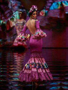 Spanish style – Mediterranean Home Decor Indian Gowns Dresses, Mexican Dresses, Spanish Dress, Spanish Style, Traditional Mexican Dress, Traditional Dresses, Fashion Show Themes, Fashion Art, Gypsy Women