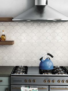 White Glazed Porcelain Arabesque Backsplash Tile Kitchen Decor When it comes to upgrading the interior of your home or office, there is nothing that can trump the versatility of White Glazed Porcelain Arabesque Ba. Kitchen Splashback Tiles, White Tile Backsplash, Scallop Tiles, Fish Scale Tile, Kitchen Cabinet Remodel, Interior Design Kitchen, Kitchen Fan, Kitchen Decor, Kitchens