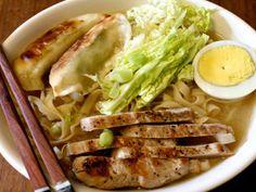 Chicken Broth Ramen Soup - QueRicaVida.com