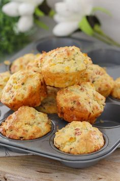 Favourite: A super easy savoury muffins recipe made with ham, corn, cheese and chives. perfect for lunch boxes, as a side to a bowl of soup or on their own! Printable Thermomix and conventional recipe cards included. Savory Scones, Savory Muffins, Savory Snacks, Corn Muffins, Savoury Muffin Recipe, Savoury Slice, Cheese Muffins, Savoury Recipes, Muffin Tin Recipes