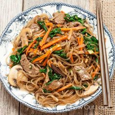 Jap Chae (Korean Stir Fry Noodles - GF) - Healthy, flavorful, chewy, and totally addictive. The first thing to disappear at any potluck. Asian Recipes, Beef Recipes, Cooking Recipes, Healthy Recipes, Ethnic Recipes, Woks Cooking, Asian Foods, Asian Cooking, Delicious Recipes